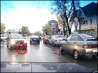 これは怖い。車に轢かれた女性が下敷きになったままズリズリと・・・。ロシア