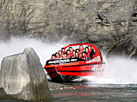 ニュージーランドの川下りがヤバイ。14人乗りのパワーボートで爆走www