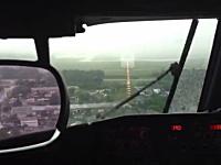 パイロットがゴーアラウンドを決断する瞬間。タッチダウン間近に視界ゼロに。