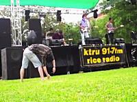 音楽は好きな様に楽しめば良いんだよという見本wwwラジオ体操かとオモタ