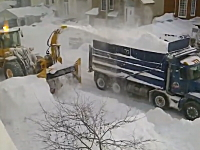 カナダの除雪作業は効率的?ありがたいけどキリがなさそうなお仕事ビデオ。