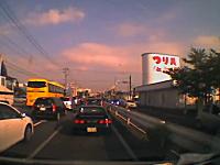 愛知県。事故の瞬間とテレビの音声が奇跡のリンク。事故ドライブレコーダー