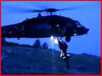 救助活動中の死亡事故映像 ヘリコプターから落下してしまう男性