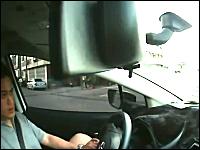 事故を起こした瞬間のドライバーの表情を撮影したドラブレコーダーの映像