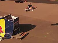 スノーモービルジャンプで世界記録を達成した凄いジャンプの映像。Red Bull