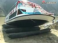 先日話題になった中国の豪華遊覧船が進水式で沈没の動画がキタ━(゚∀゚)━!!