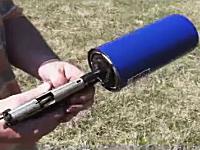銃器動画。自動車部品で作った自作のサイレンサーがなかなかの消音効果