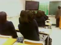 きめぇけどちょっとワロタww完全に先生を馬鹿にしている女子高生たち