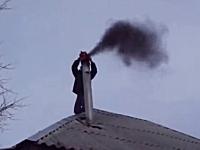 エンジンブロワーの新しい使い方?ロシア流煙突掃除の方法。これは賢いw