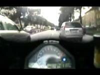 車板の住民でもひいてしまうほどの狂った運転ですり抜けしまくるバイク野郎