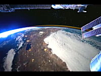 ISS国際宇宙ステーション。上空400kmから撮影した僕らの世界。これは素敵。