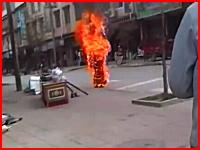 中国への抗議で30代前半のチベットの尼僧が路上で焼身自殺。ショッキング