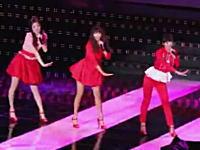 韓国のアイドルグループのメンバーがステージでずっこけて顔面強打