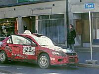 タクシー待ちをしていたらもの凄い勢いでラリー仕様のタクシーがやってくる