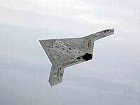 アメリカ海軍のステルス無人戦闘攻撃機「X-47B」がSF的でカッコイイ動画。