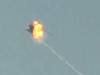 シリア内戦で政府軍のヘリコプターが地対空ミサイルで撃墜される瞬間。