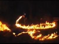 キャンプファイヤーで大失敗!火炎放射しながらグルグルやべええwwww