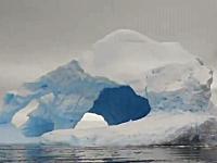 南極の巨大な氷山がボートの目の前で崩壊して破片が危ない動画(@_@;)