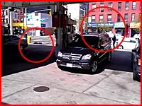 白昼の銃撃戦。街中で起きた強盗事件で犯人が射殺されるビデオ。怖すぎ。