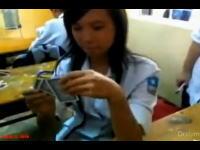 「脱衣トランプ」に興じる女子高生の動画に波紋。問題の生徒が通うG高校は処分を検討