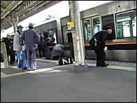 こんな場面には遭遇したくない。電車人身事故の事故現場の様子。(グロ無し)