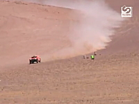 砂漠の斜面を時速220キロで爆走するロビー・ゴードンのクレイジーなビデオ
