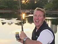 放送事故。生放送でリポーターが鳥を釣り上げそうになってしまうハプニング