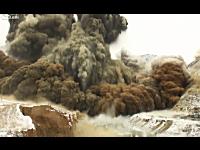 中国で山をどーん!と爆破。高画質で大迫力の映像。噴火かと思ったwww
