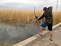 アーチェリーで魚を射抜くボウフィッシングというのがあるらしい。動画。