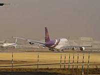 わー!危ねぃ!強風が吹いた成田でタイ航空A380の着陸が危なかった動画