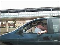ちょwwwww車を運転しながらセックスしてるヤツを撮ったったwwwww