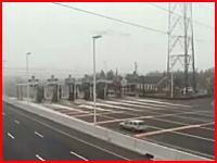 【監視カメラ】ニュージャージー州エッグハーバーの料金所でのクラッシュ