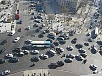 エトワール凱旋門(パリ)の円形交差点がカオス。これはなかなか難易度高い