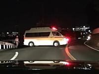 マイカーを覆面パトカー風に改造して警官のフリして市民に注意をするヤツw