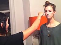 肩パンならぬ顔面パンチに挑んだ女子たちのビデオ。綺麗なお姉さんなのに