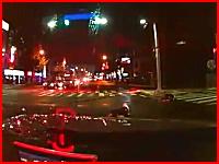 死亡事故の瞬間。信号無視をしてきた二人乗りのスクーターと自動車の事故