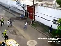 コロンビアの拘置所から受刑者が大脱獄!走る!走る!ダッシュで逃げる!