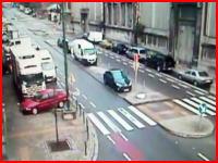 おまえスピード出しすぎだろ・・・。2名が死亡した交通事故の映像 監視カメラ