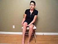 このお姉さんの足がヤバイ。見た人みんなが「わおw(゚o゚)w」と驚く奇妙な特技