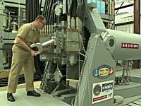 アメリカ海軍が公開したレールガンの発射実験映像。ハイスピード撮影。軍事