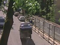 マンホールの蓋vsクルマ。これは何が起きた事故。マンホ蓋が飛んだ!?