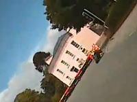 暴れまくる車体 恐ろしすぎるオンボード映像 マン島TT一周体験ムービー