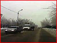 路上喧嘩⇒ワンパンチK.O.⇒倒れた所に車で通りかかって轢いてしまう