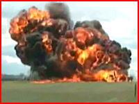 23日、航空ショーの練習飛行中に戦闘機が墜落。その瞬間をカメラが捉えていました。