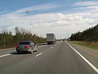 対向車はよく避けた。居眠り運転の大型トラックが車線を逸れてそのまま・・・
