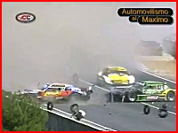 うあこれ酷い。アルゼンチンの箱車レースで死亡事故。衝撃のクラッシュ映像