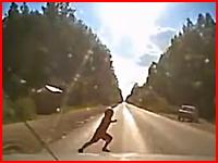 道路に飛び出してきた少年を母親の目の前でひき殺してしまうドラレコ動画
