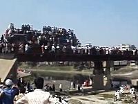 画像より動画でヤバさ倍増。バングラデシュの人間大盛り列車が信じられない