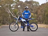 圧縮空気の力で走るバイクが登場。最高時速140km。航続距離100km。