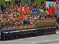 ベラルーシの軍事パレードで兵隊さんの高速ウェーブがカッコ(・∀・)イイ映像